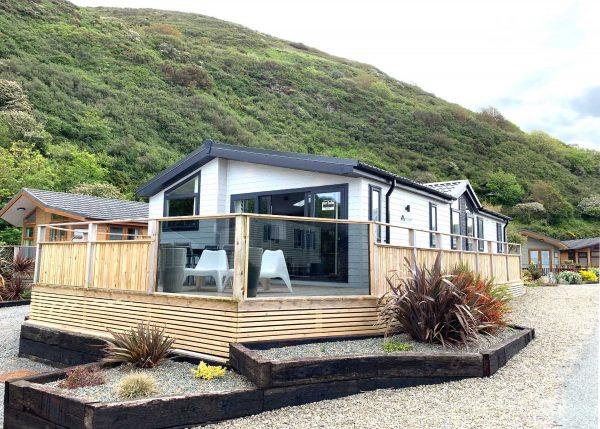 Laburnum Lodge External picture front view Gwalia Falls Retreat Tresaith Beach