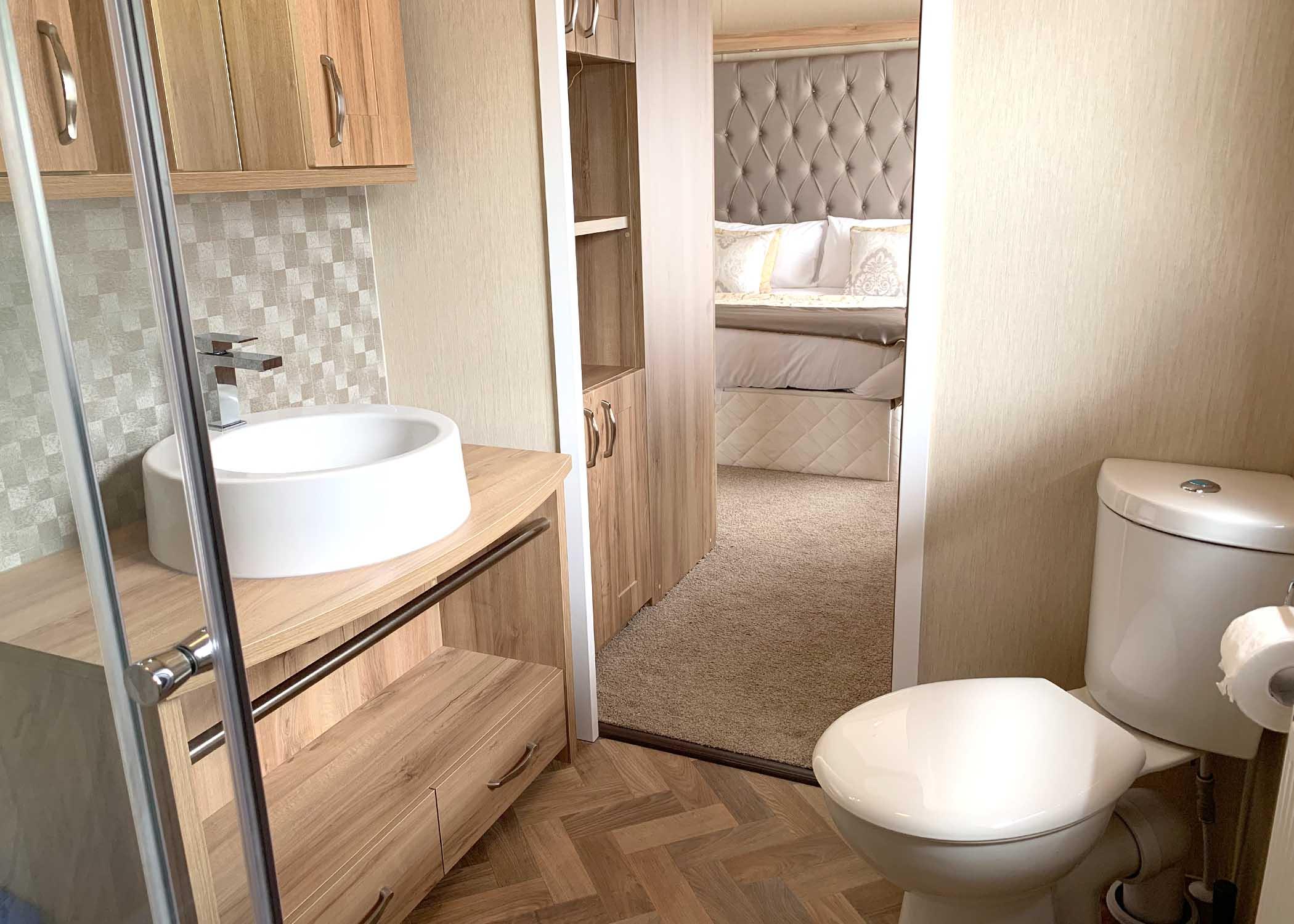 Rivendale Lodge En'Suite in master bedroom Gwalia Falls Retreat Tresaith Beach